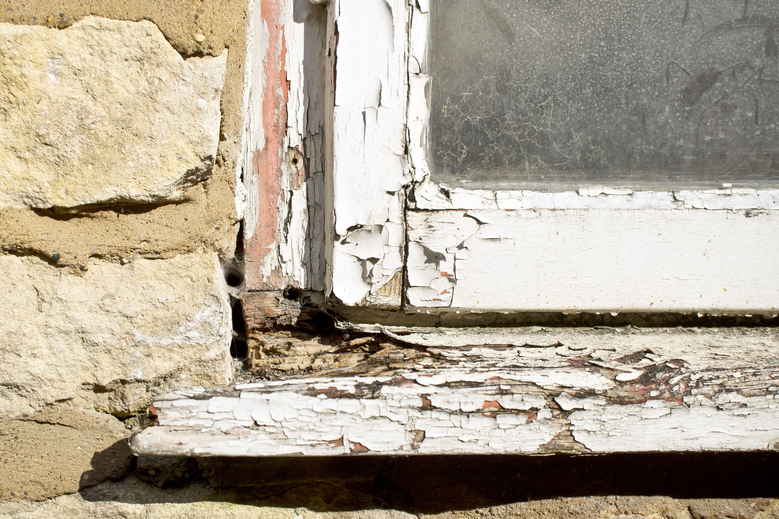 How to Handle Rotting Wood Window Frames